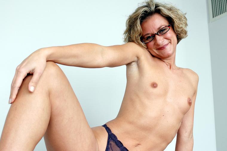 Mature lesbian hairy photos