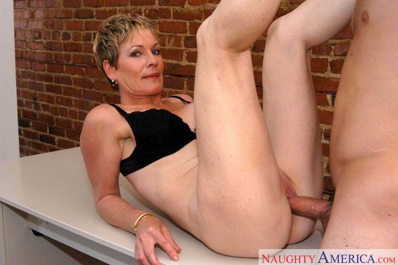 Xnxx hd mom son