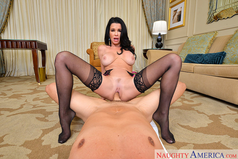 Veronica Avluv fucking in the bed with her innie pussy - Blowjob