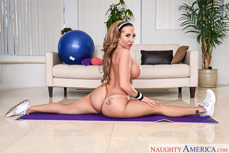 Richelle Ryan fucking in the living room with her tattoos - Sex Position 1