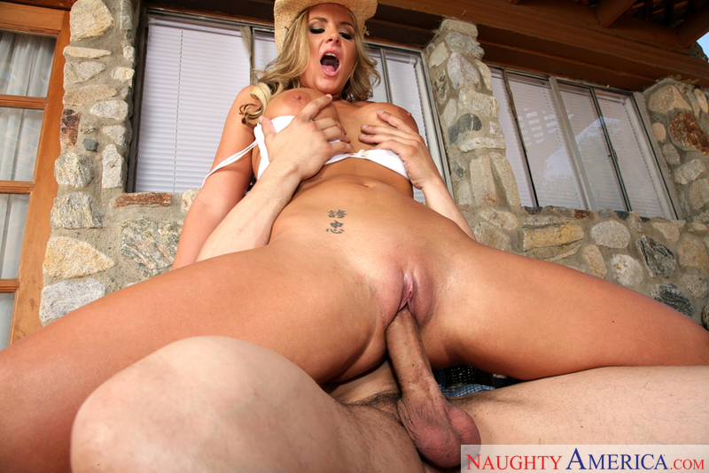 Phoenix Marie fucking in the ranch with her tattoos - Blowjob
