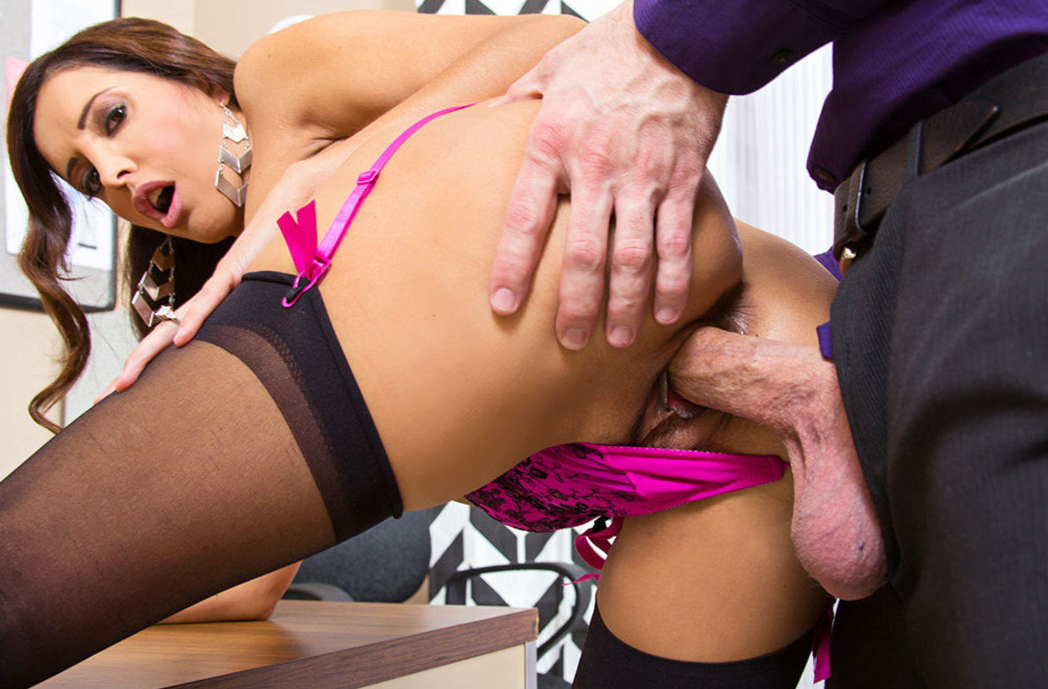 Watch Francesca Le and Bill Bailey 4K video in Naughty Office