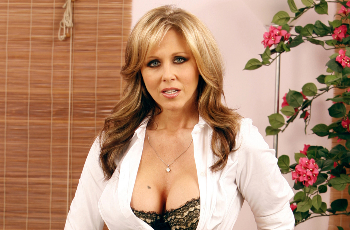 Watch Julia Ann and Marco Banderas video in Naughty Office