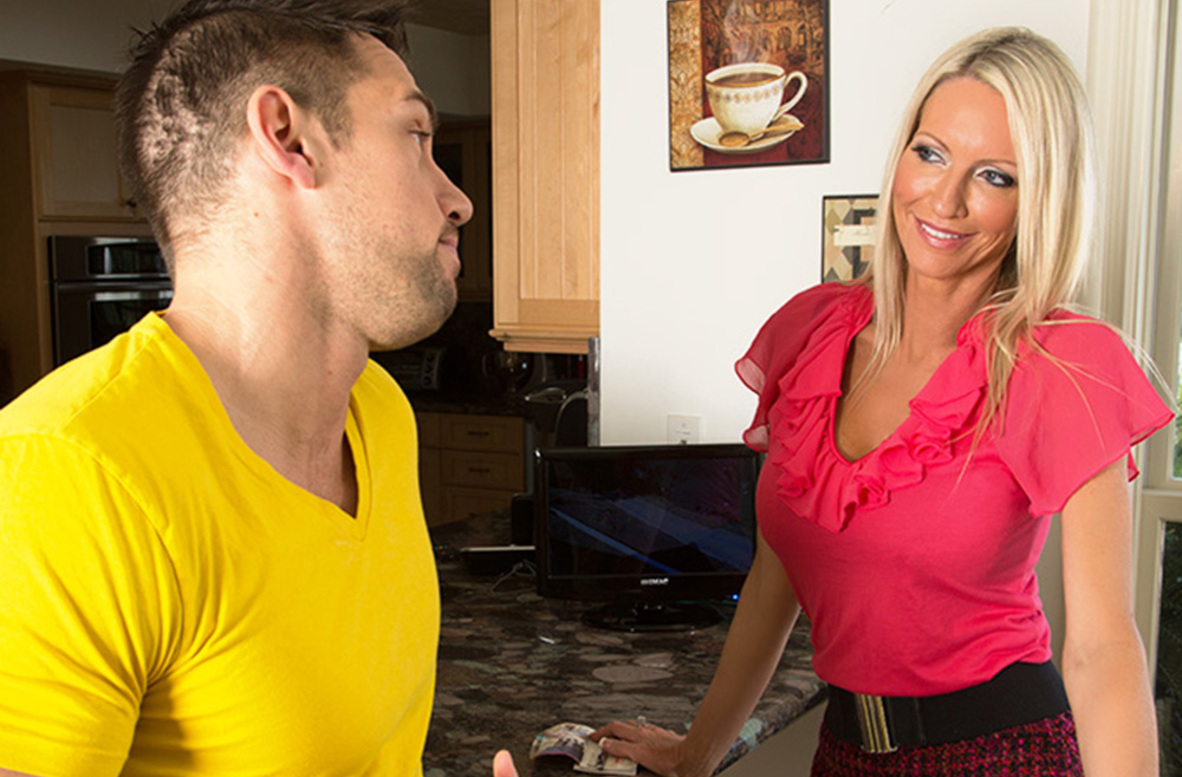 Watch Emma Starr and Johnny Castle video in Seduced By A Cougar
